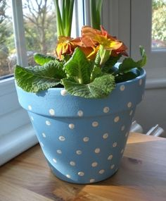 40 Flower Pot Painting Ideas And Designs To Try We're talking about decor, flower pot painting ideas and designs can give that class and presentation to those flower pots which you might put in garden. Clay Flower Pots, Flower Pot Crafts, Clay Pot Crafts, Clay Pots, Painted Plant Pots, Painted Flower Pots, Pots D'argile, Flower Pot Design, Decorated Flower Pots