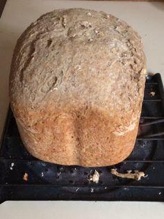 Rico pan de centeno con avena natural, hecho en casa.