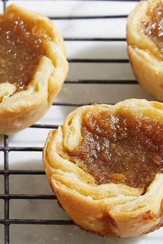 Classic Butter Tarts Maple-flavored custard tarts in flaky pastry. Recipe For Butter Tarts, Canadian Butter Tarts, Pastry Recipes, Tart Recipes, Dessert Recipes, Desserts, Butter Pastry, Flaky Pastry, Pies