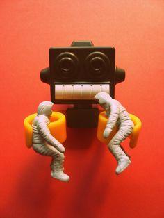 I've got you now! Dammit! #robot #gemeloscosmonautas #space #astronaut