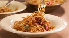 Bacon and Bay Tomato Sauce on Brown Spaghetti Spaghetti Recipes, Spaghetti Sauce, Pasta Recipes, Spaghetti Squash, Food Network Recipes, Real Food Recipes, Cooking Recipes, Cooking Videos, Rachel Ray Recipes