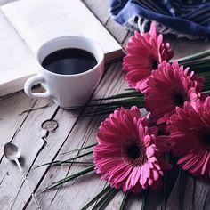 cafe the - Page 3 Coffee Latte, My Coffee, Coffee Drinks, Coffee Time, Coffee Cups, Tea Cups, Good Morning Coffee, Coffee Break, But First Coffee