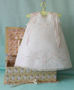 Isabel - Bebé Primor Little Dresses, Little Girl Dresses, Baby Couture, Baby Princess, Princess Theme, Christening Gowns, Heirloom Sewing, Baby Sewing, Baby Dress