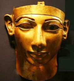 Gold funerary mask of Shoshenq II, reign BCE, dynasty. Discovered intact by Professor Pierre Montet in Cairo Museum. Egyptian Kings, Ancient Egyptian Art, Ancient History, Cairo Museum, Egypt Museum, Kemet Egypt, Egyptian Pharaohs, Objets Antiques, Egypt Mummy