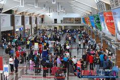 """Los aeropuertos nacionales están preparados para recibir a los dominicanos ausentes y a los pasajeros extranjeros que se espera lleguen al país durante las festividades navideñas. Así lo aseguró el director delDepartamento Aeroportuario, Marino Collante, quien reveló que se espera la llegada de más de 300,000 nacionales ausentes. """"Mire, los aeropuertos Las Américas, Gregorio Luperón,…"""