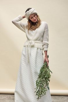 Wish-List - Mariage hivernal, je ne veux pas avoir froid ! - Paillettes & Chantilly Classic Wedding Dress, Casual Wedding, Wedding Knitting Ideas, Wedding Sweater, Bridal Gowns, Wedding Gowns, Winter Bride, Wedding Dress Accessories, Fashion Accessories