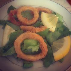 #calamari #greensalad #lemon Salads, Lemon, Vegetables, Healthy, Calamari, Vegetable Recipes, Health, Salad, Veggies