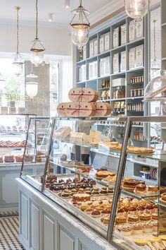 Bakery display cases design cake shop patisserie coffee countertop ideas for sale used refrigerated cas . Bakery Cafe, Bakery Store, Coffee Shop Design, Cafe Design, Bakery Shop Design, Boutique Patisserie, Patisserie Paris, Patisserie Design, French Patisserie