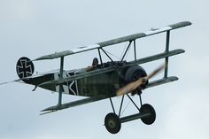 Why do older airplanes have a wing on both the top and the bottom of the aircraft? - Aviation Stack Exchange Fighter Aircraft, Fighter Jets, Airplane History, Fokker Dr1, Manfred Von Richthofen, Air Show, World War I, Aviation, Military