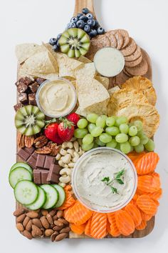 PARTY PLATTER AND REFRESHING ROSE RECIPE! Have some friends over and easily put together some healthy foods for everyone to enjoy. Refreshing rose is the perfect pairing to this platter! It's all about balance! Dessert Party, Snacks Für Party, Snacks List, Kid Snacks, Party Party, Healthy Appetizers, Appetizers For Party, Healthy Snacks, Healthy Recipes