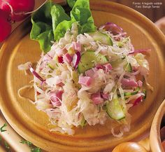 Hozzávalók: 50 dkg savanyú káposzta, 15 dkg főtt, füstölt tarja, 2 lilahagyma, 2-3 hónapos retek, fél kígyóuborka (15 dkg), fél-fél csokor metélőhagyma és zellerzöld, 1 kiskanál porcukor, 1 kiskanál 5%-os tárkonyos ételecet, 1 mokkáskanál só, fél ... Potato Salad, Cabbage, Paleo, Potatoes, Vegetables, Ethnic Recipes, Food, Potato, Essen
