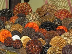 Spheres made of seeds from Guatemala.  Esferas de semillas hechas a mano.