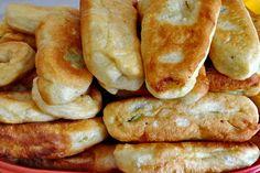 Πιροσκί με πατάτα (νηστίσιμα) ή τυρί Sausage Roll Pastry, Sausage Rolls, Greek Cake, Greek Recipes, Going Vegan, Hot Dog Buns, Tapas, Bacon, Cooking Recipes