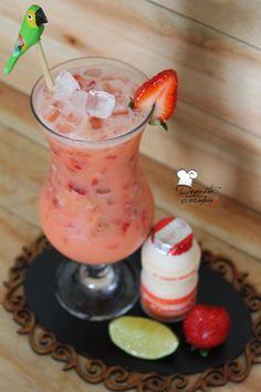 Yakult Caipirinha Recipe with Vodka - Step by Step Drinks Com Vodka, Bar Drinks, Detox Drinks, Cocktail Drinks, Cocktail Recipes, Easy Mixed Drinks, Healthy Breakfast Recipes, Summer Drinks, Love Food