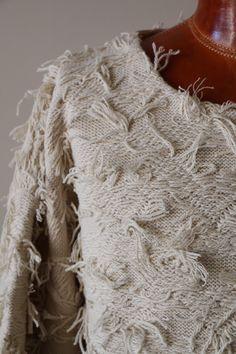 ハイバルキー糸を使用し、シングルジャガードを裏目使いにフリンジ部分はカットジャガードで表現ビッグTシャツタイプニットIroquois【イロコイ】 283102 ハイバルキ