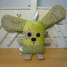 Doudou lapin vert marron grandes oreilles