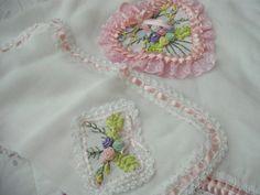 fralda bordada com fita feita por mim mesma