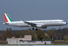 Alitalia - Airbus A321 - EI-IXI - Rome Fiumicino Airport Alitalia Airlines, Jet Airlines, Aircraft Painting, World Pictures, Flight Attendant, Airports, Helicopters, Spacecraft, Vintage Advertisements