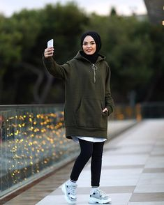 Image may contain: 1 person shoes and outdoor Tesettür Mayo Şort Modelleri 2020 Casual Hijab Outfit, Hijab Chic, Hijab Dress, Casual Outfits, Dress Outfits, Street Hijab Fashion, Muslim Fashion, Modest Fashion, Fashion Outfits