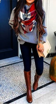 20 Gorgeous Fall Scarf To Wear ASAP Chic cozy grey sweater fall outfits street style outfit Stylish simple dark skinny jeans outfit spring fashionable ootd Cool casual wi. Casual Winter Outfits, Spring Outfits, Trendy Outfits, Spring Skinny Jeans Outfits, Casual Bags, Dress Casual, Cute Outfits For Fall, Cute Jean Outfits, Outfits With Boots