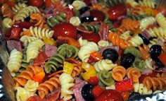 Easy Italian Pasta Salad - A perfect side dish for a summer potluck! We love this pasta salad with fried chicken. Easy Pasta Salad, Pasta Salad Italian, Pasta Salad Recipes, Quinoa Pasta, Potluck Recipes, Great Recipes, Cooking Recipes, Favorite Recipes, Cooking For A Crowd