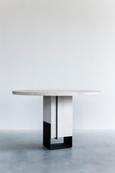 KITALE – DINING TABLE SMALL ROUND - Designer Dining tables from Van Rossum ✓ all information ✓ high-resolution images ✓ CADs ✓ catalogues ✓.. Dining Table Chairs, Table Desk, Chair Side Table, Dining Table Design, Coffe Table, Table Bases, Chinese Furniture, Metal Furniture, Table Furniture