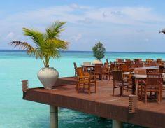 La Hotelul Olhuveli #Beach & #Spa Resort din #Maldive ai parte de un meniu cu masaje corporale de relaxare, bai cu flori in aer liber si servicii de infrumusetare.