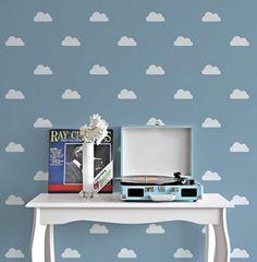 Quer renovar a decoração de um ambiente sem gastar muito e sem fazer sujeira? Aposte nas cartelas de adesivo de parede, nova moda entre os antenados. - Veja mais em: http://www.vilamulher.com.br/decoracao/decoracao-e-design/renove-a-decoracao-com-adesivos-de-parede-m1015-710273.html?pinterest-mat