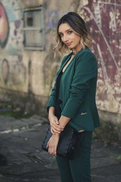 94ee9e911 Conjunto e blusa Peregrino, bolsa DonnaLu e acessórios Jóia Rara
