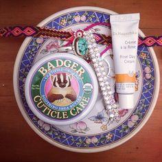 Badger  et crème à la rose Dr Hauschka  #beauty #soir #bazarbio #creme #drhauschka #badger via @lilimoncello1
