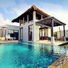 Treat yourself at a Luxury Resort in Bali! Perfect Beach View at the Samabe Bali Suites & Villas | One of 10 Top Things To Do In Bali Indonesia | via @Just1WayTicket