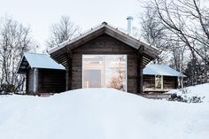 This log cabin in Norway joins a new structure to two existing one-room cabins, one over 100 years old. Inspiration for how to join the garden houses on the property. How To Build A Log Cabin, Small Log Cabin, Building A Cabin, Ideas De Cabina, One Room Cabins, Lakeside Cabin, Old Cabins, Log Home Decorating, Parc National