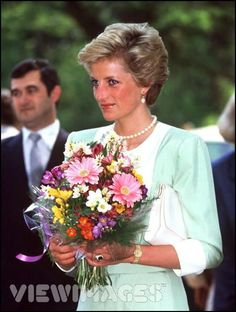 Princess Diana wearing her single strand of pearls to Hungary - Mai in 1990