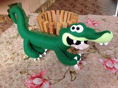 Jacaré feito todo em feltro com 45 cm de comprimento. <br>Ideal para decoração de festas de aniversários.