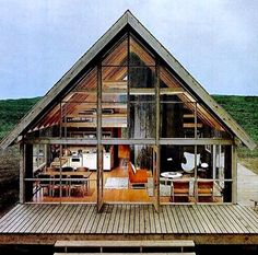 We already got Modern Tiny House on Small Budget and will make you swon. This Collections of Modern Tiny House Design is designed for Maximum impact. Chalet Design, Cabin Design, Modern Tiny House, Tiny House Design, Modern Wooden House, Small Wooden House, Haus Am See, Cabin In The Woods, Block Island