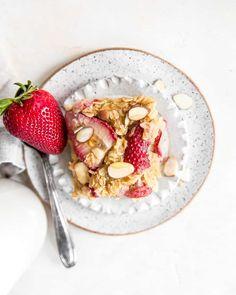 Strawberry Baked Oatmeal {gluten free} • Fit Mitten Kitchen Healthy Banana Recipes, Banana Dessert Recipes, Baked Oatmeal Recipes, Healthy Baking, Breakfast Recipes, Banana Bread Mug, Banana Oatmeal Pancakes, Baked Banana, Banana Nice Cream