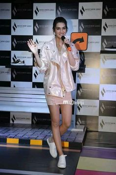 kriti sanon at promotion Katrina Kaif Hot Pics, Casual College Outfits, Beautiful Bollywood Actress, Beautiful Legs, Indian Actresses, Bodycon Dress, Chic, Celebrities, Sexy