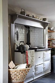 British Aga style, in an English country kitchen Aga Kitchen, Kitchen And Bath, Kitchen Dining, Kitchen Decor, Unfitted Kitchen, Kitchen Ideas, Cottage Kitchens, Home Kitchens, English Country Kitchens