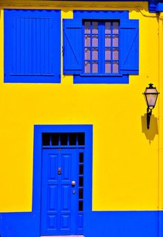Mexican Colors, Photographie Portrait Inspiration, Deco Design, House Painting, House Colors, Colorful Interiors, Shades Of Blue, Color Inspiration, Blue Yellow