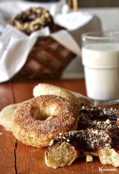 Light, fluffy baked donuts using the Tangzhong method. (in Greek with translator) Candy Crash, Greek Sweets, Baked Donuts, Brunch Recipes, Bagel, I Foods, Doughnut, Nom Nom, Food Porn