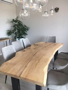 Solid oak table made of a single piece of wood with metal legs, stylish finish - diningroom 2019 Wood Table Rustic, Natural Wood Table, Living Pequeños, Living Room Sofa, Dining Table Design, Dining Room Table, Solid Oak Table, Esstisch Design, Homemade Furniture
