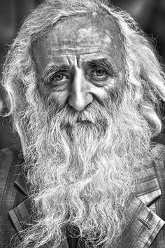 Old guy, beard, wrinckles, lines of Life, cracks in time, powerful face, intense eyes, portrait, b/w