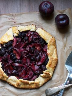 Blackberry Plum Galette ~ Galette is a term used in French cuisine to designate various types of flat round or free form crusty cakes.perfect we have a plum tree and blackberry bushes! 13 Desserts, Dessert Recipes, Fruit Dessert, Fruit Pie, Dessert Ideas, Summer Desserts, Healthy Desserts, Doce Banana, Banana Bread