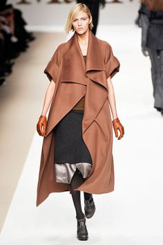 Max Mara Fall 2009 Ready-to-Wear Collection Slideshow on Style.com