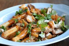 Loaded Chicken Satay French Fries Loaded French Fries Recipe, Honey Sesame Chicken, Coconut Chicken, Chipotle Chicken, Cube Steak And Gravy, Homemade Fries, Chicken Satay, Chicken Curry, Spicy Peanut Sauce