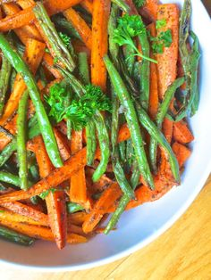 Za'atar Roasted Carrots and Green Beans. (thelemonbowl)