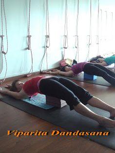 119 meilleures images du tableau postures inversées  yoga