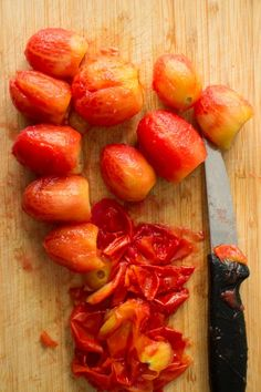 Easy step by step instructions with pictures on how to make diced tomatoes from fresh tomatoes. Steps walk you through the beginning all the way up to freezing them. This is a great way to preserve garden tomatoes if you're picking a lot of them! Garden Tomatoes, Tomato Garden, How To Make Homemade, Food To Make, Recipes With Diced Tomatoes, Tasty, Yummy Food, Canning Recipes, Fruits And Vegetables