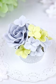 Rose and hydrangea cupcake