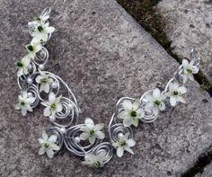Spring necklace - Groszki i róże...